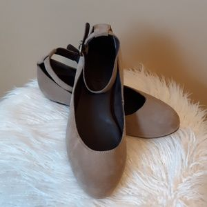 CLEARANCE BORN SUEDE ANKLE STRAP FLATS SZ: 7.5